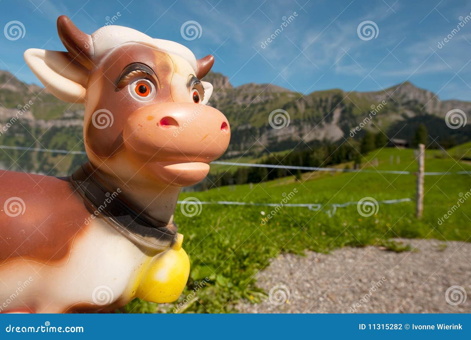 Die Schweiz-Kuh in den Bergen