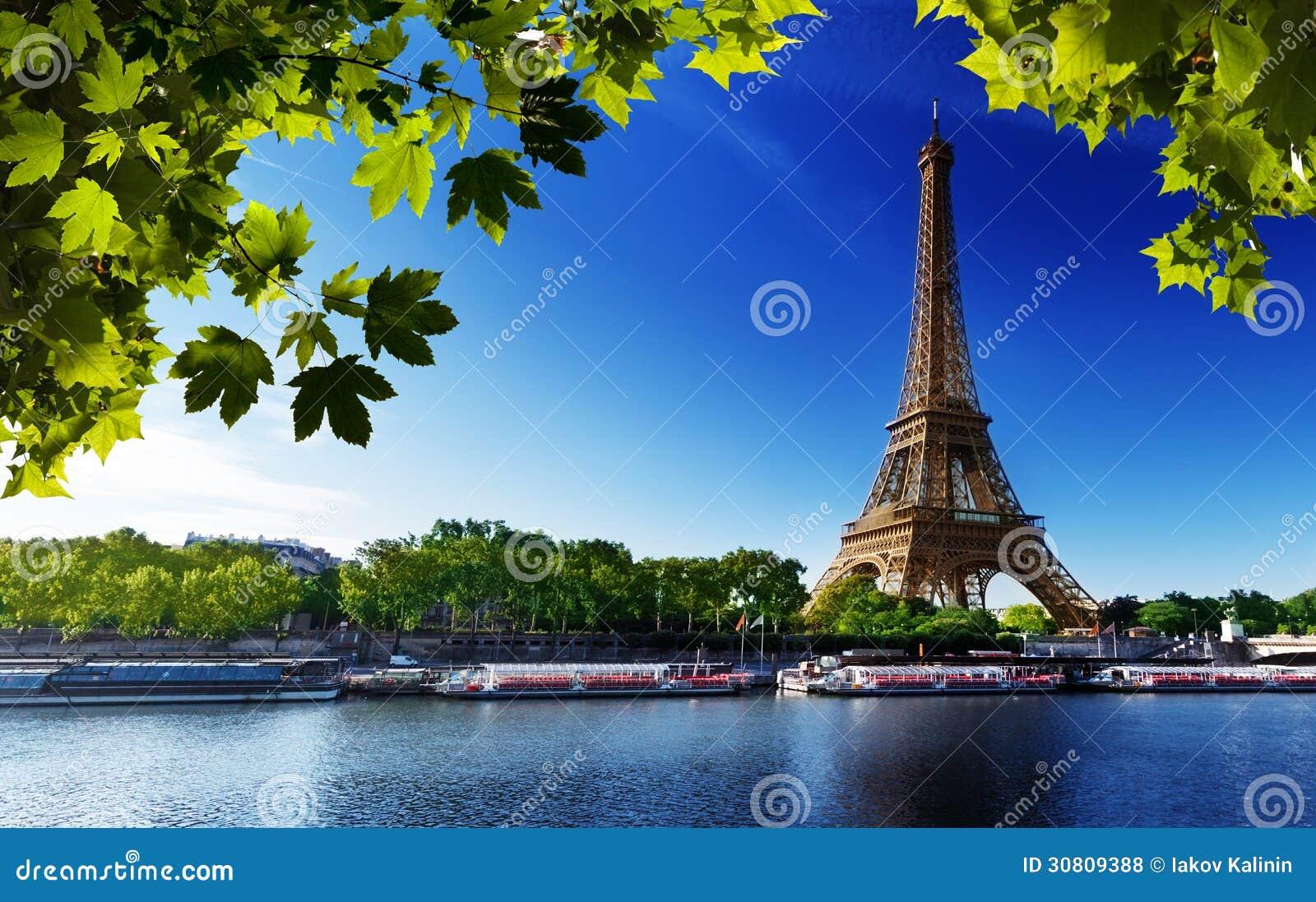 Die Seine in Paris mit Eiffelturm