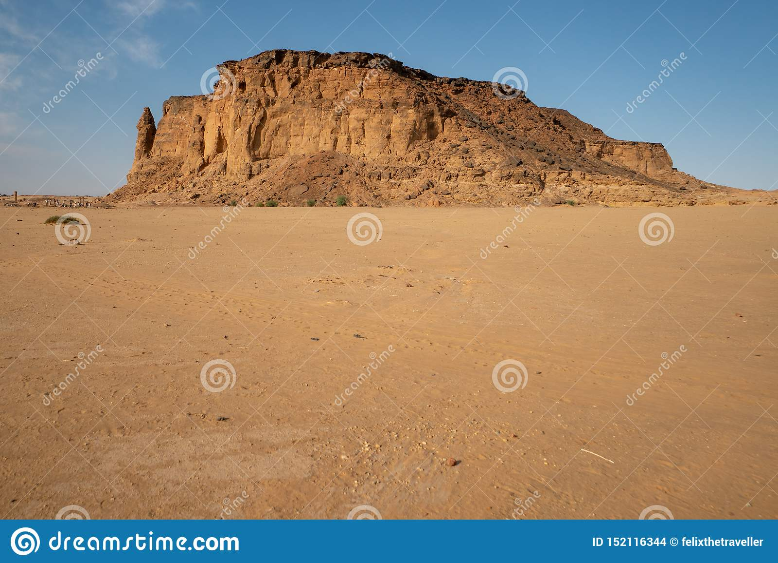 Die Spitze von Jebel Berkal ist eine perfekte Stelle, zum der Nubian-Pyramiden zu sehen