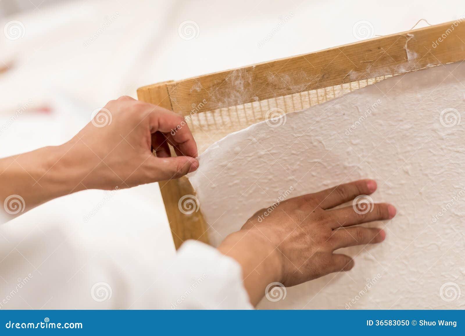 Die traditionelle Papierherstellung