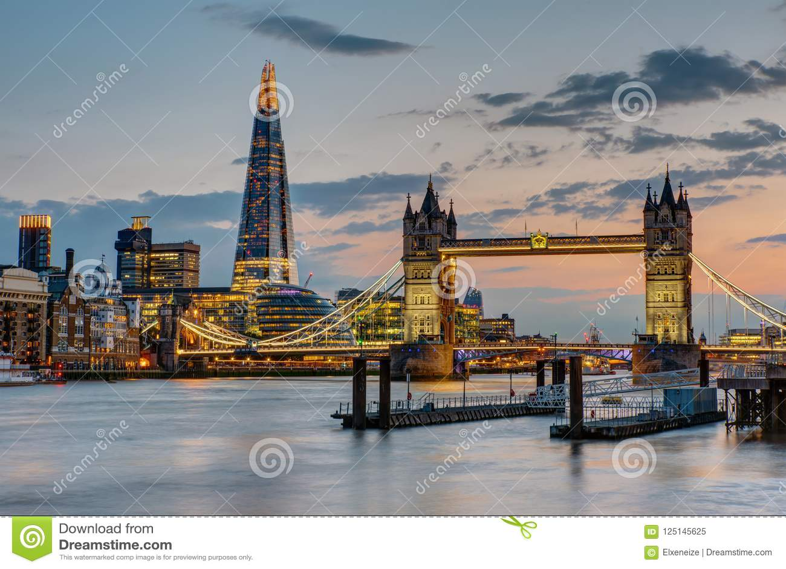 Die Turm-Brücke in London nach Sonnenuntergang