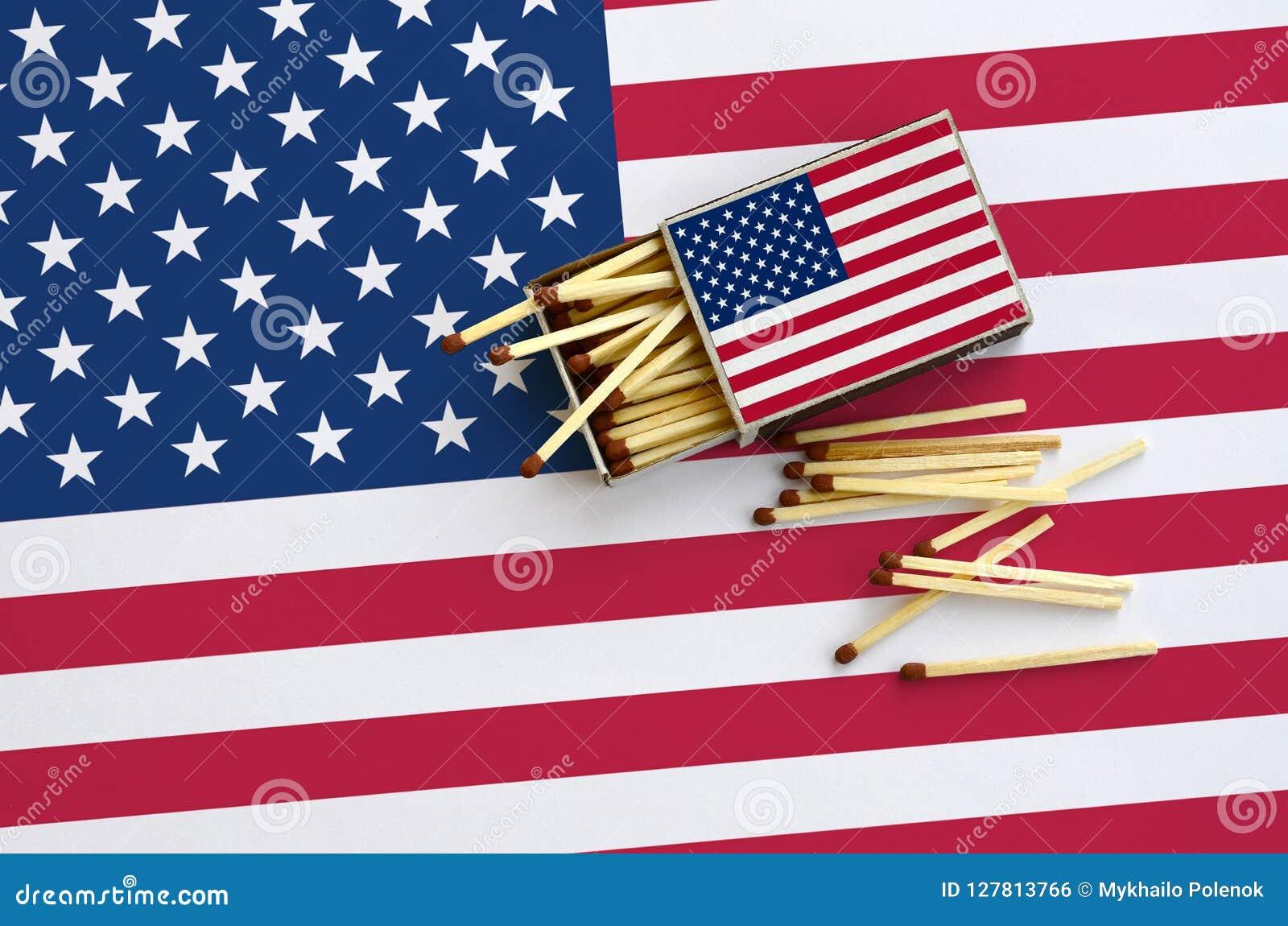 Die Vereinigten Staaten von Amerika kennzeichnen werden gezeigt auf einer offenen Streichholzschachtel, von der einiges Match und