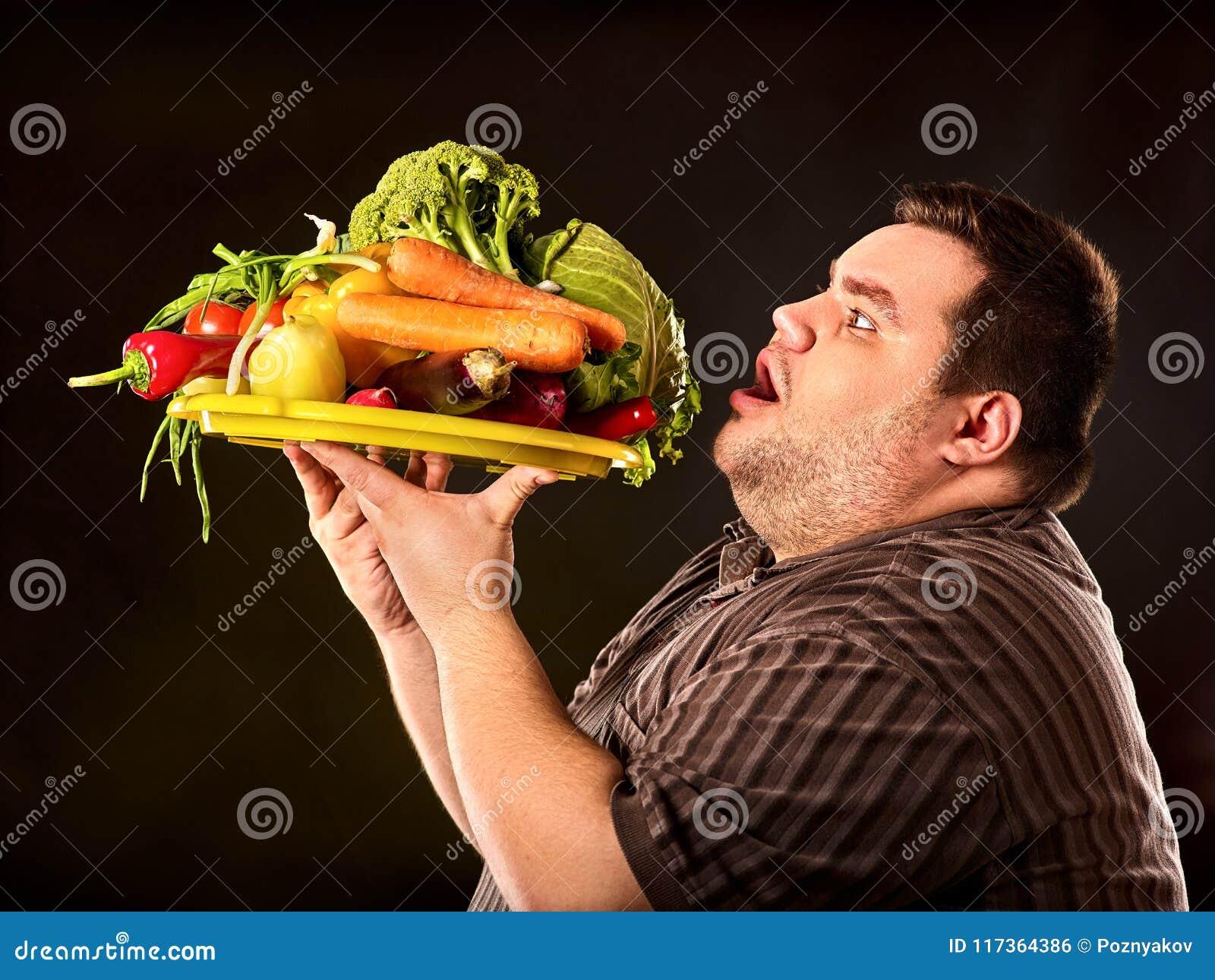 Dieet vette mens die gezond voedsel eten Gezond Ontbijt met groenten
