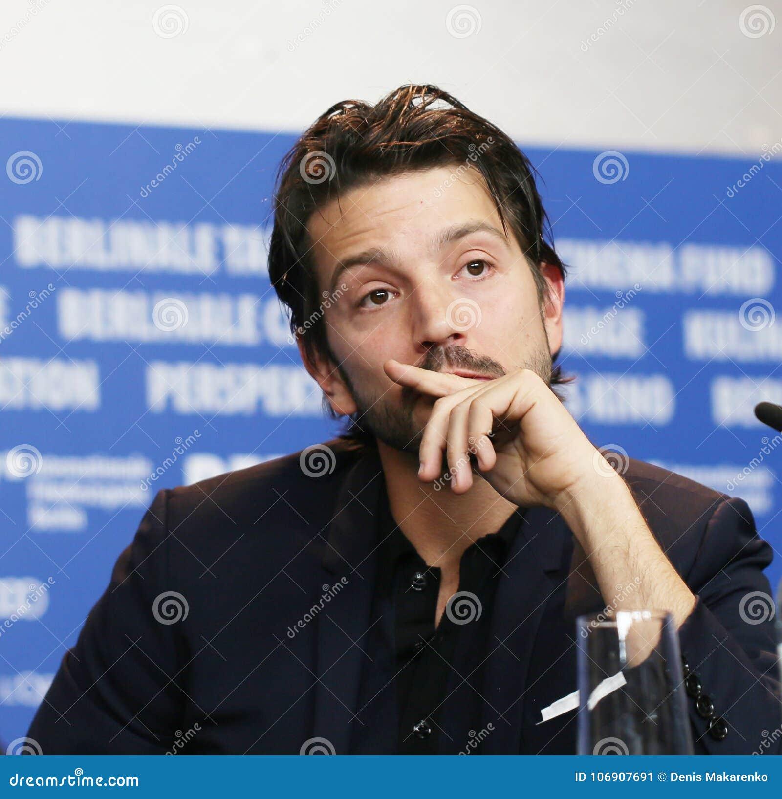 Diego Luna uczęszcza Międzynarodową Z ławą przysięgłych konferencję prasową