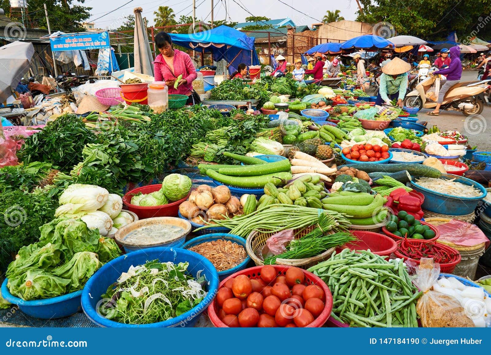 Dien Bien Phu Vietnam - April 25 2019: Marknad i Dien Bien Phu North Vietnam