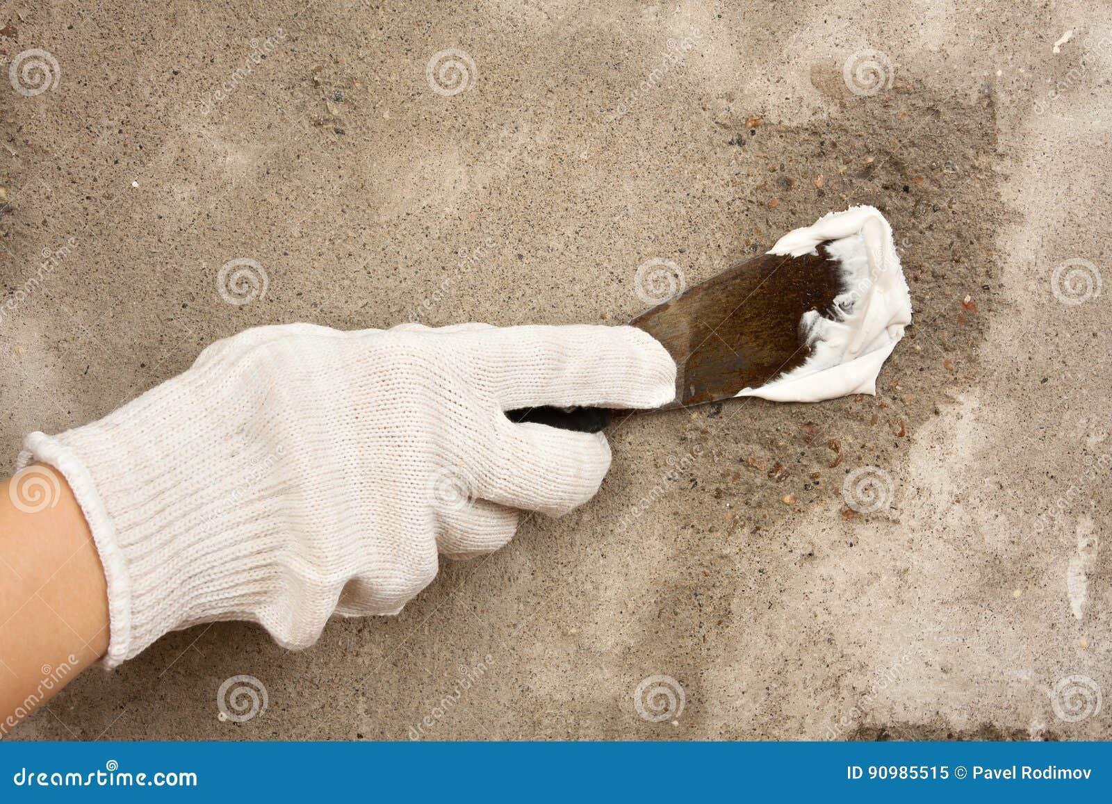 Dien Handschoen Het Pleisteren Muur Met Spatel In Stock Afbeelding ...