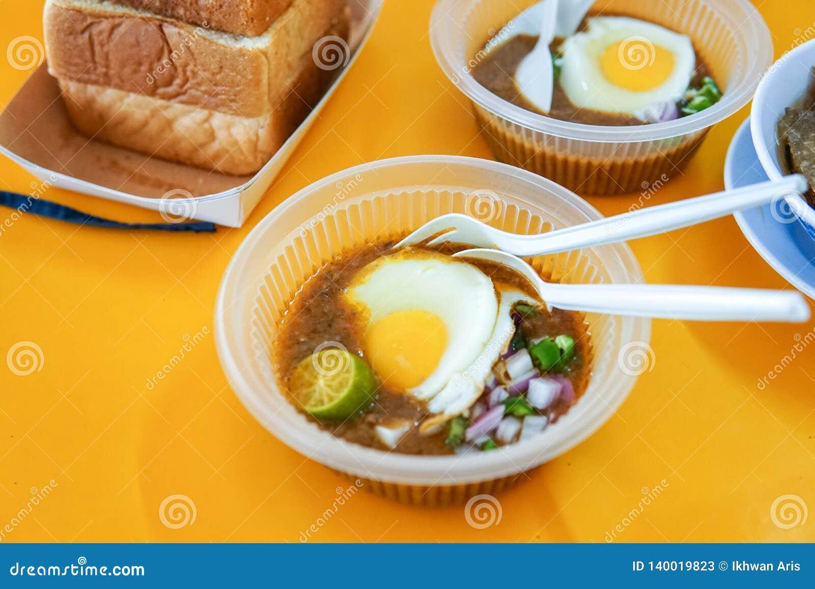 Diende het speciaal gemaakte geroosterde brood met boonsaus met ei, populair in Staat van Johor in Maleisië Genoemd geworden 'kac