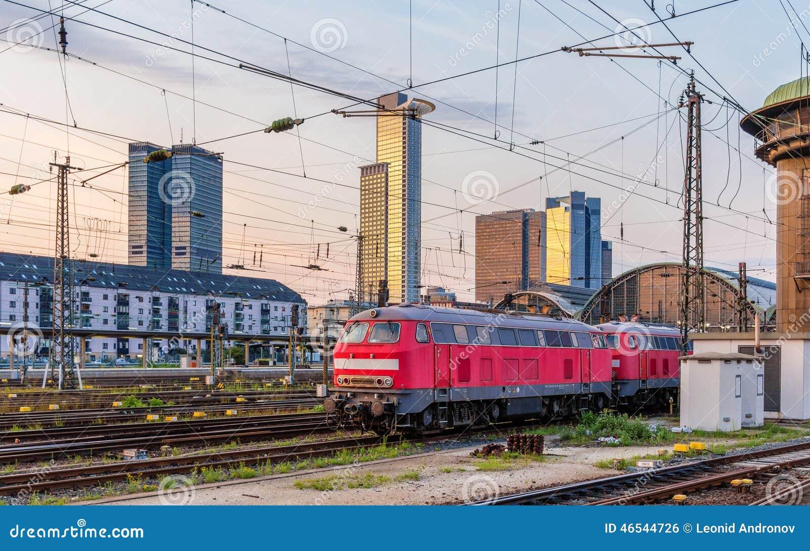 Dieslowskie lokomotywy w Frankfurt staci Hauptbahnhof (magistrala)