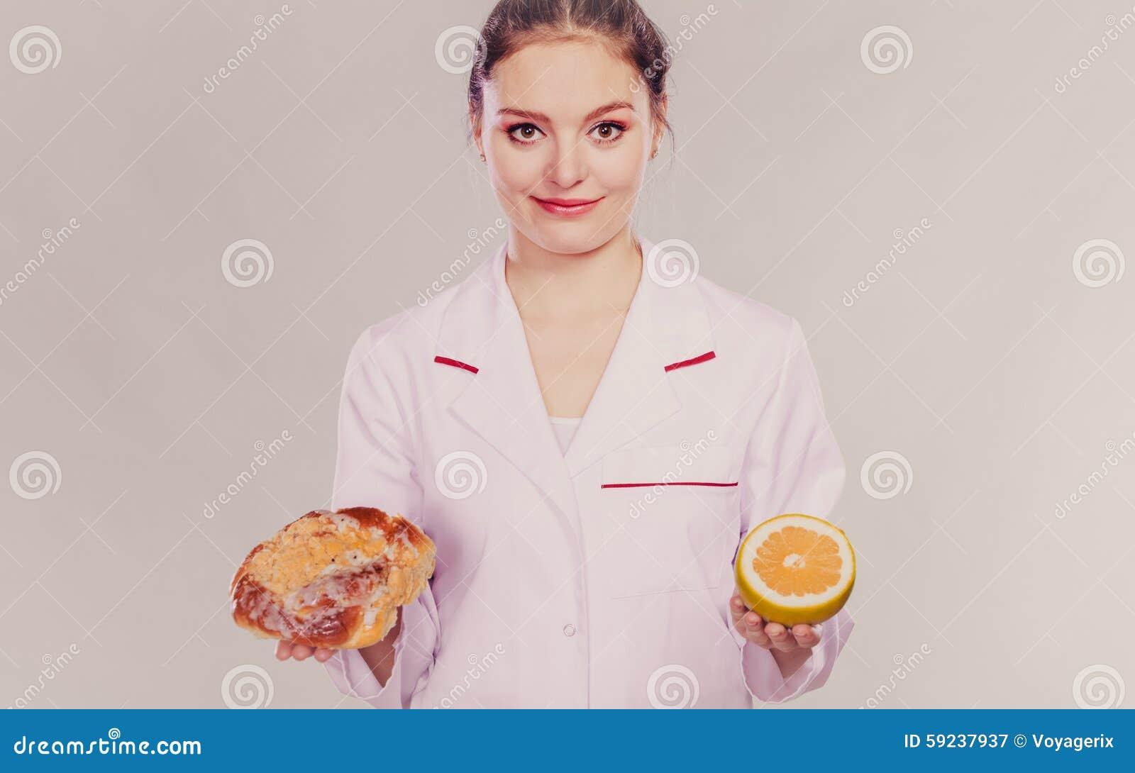 Dietético con el bollo y el pomelo del rollo dulce