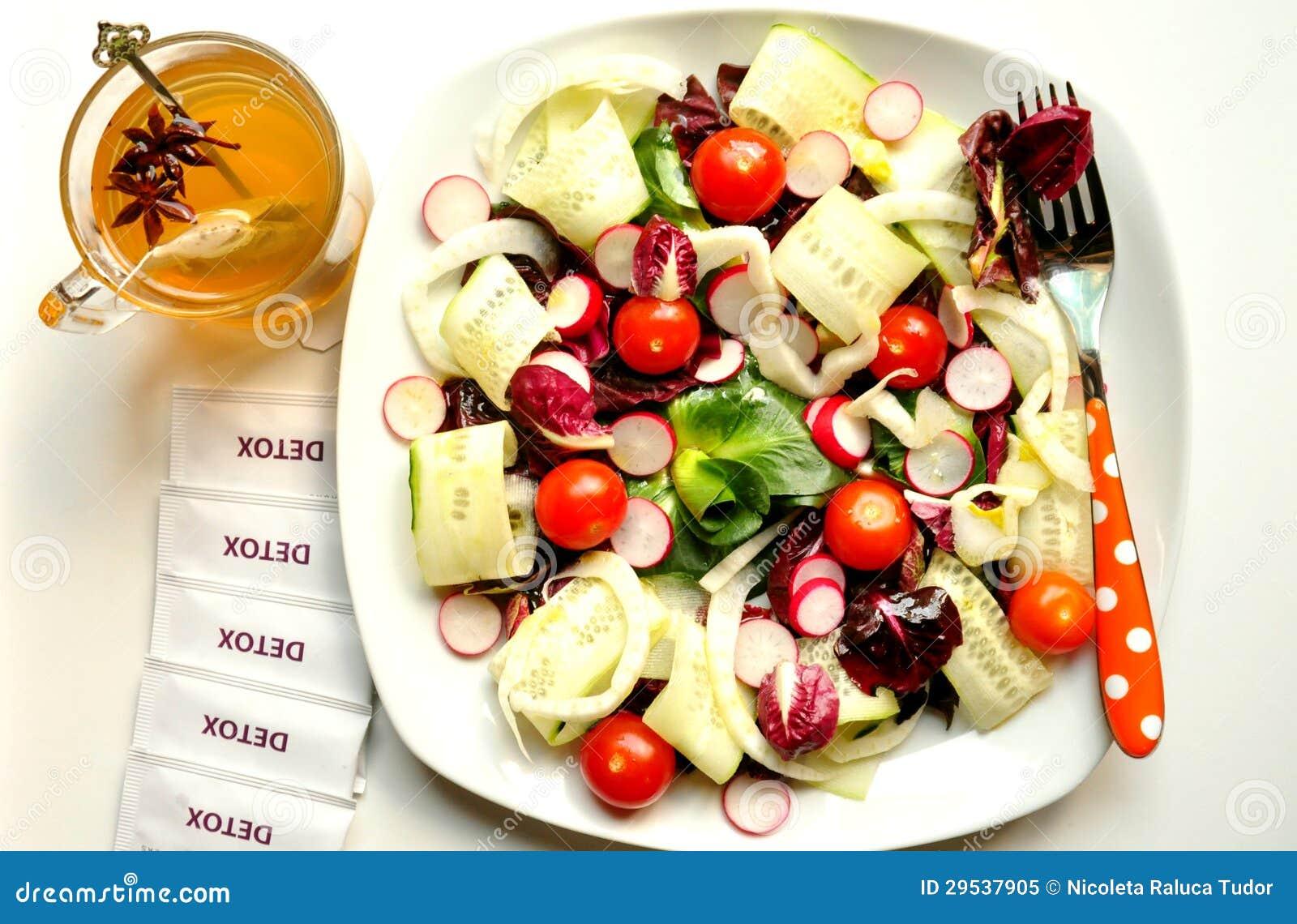 Dieta da desintoxicação com salada e tisana do vegan
