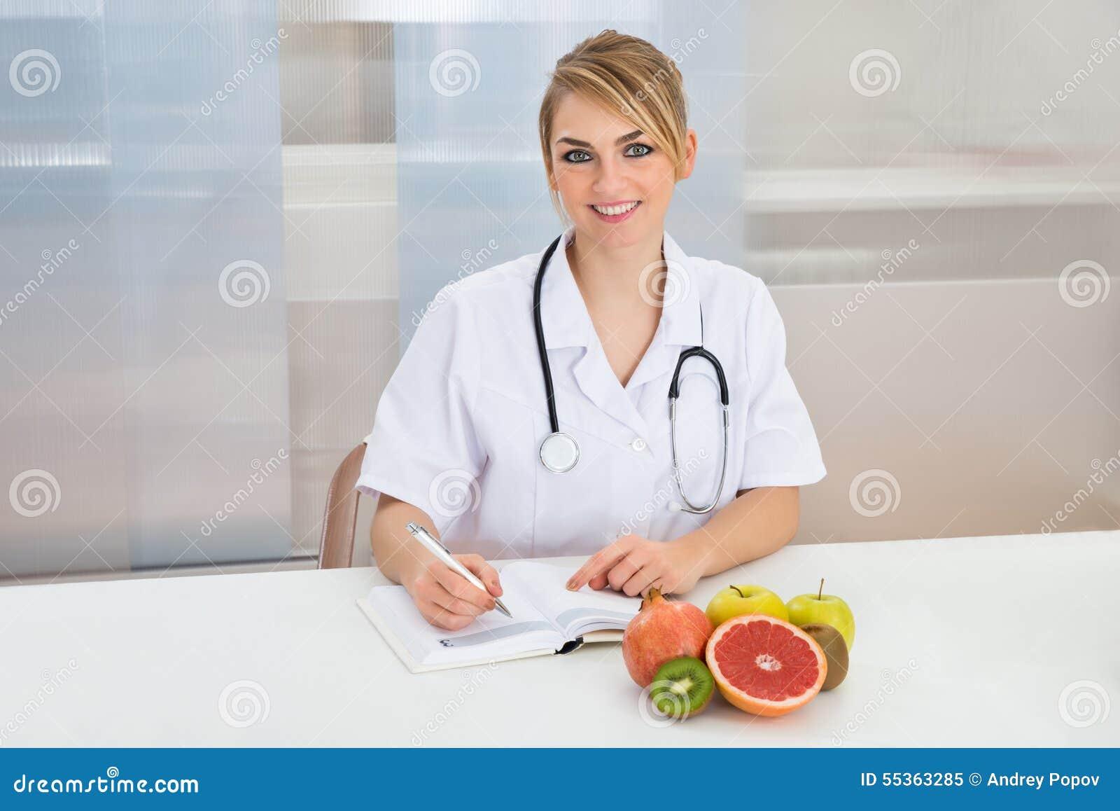 Dietista femminile in clinica