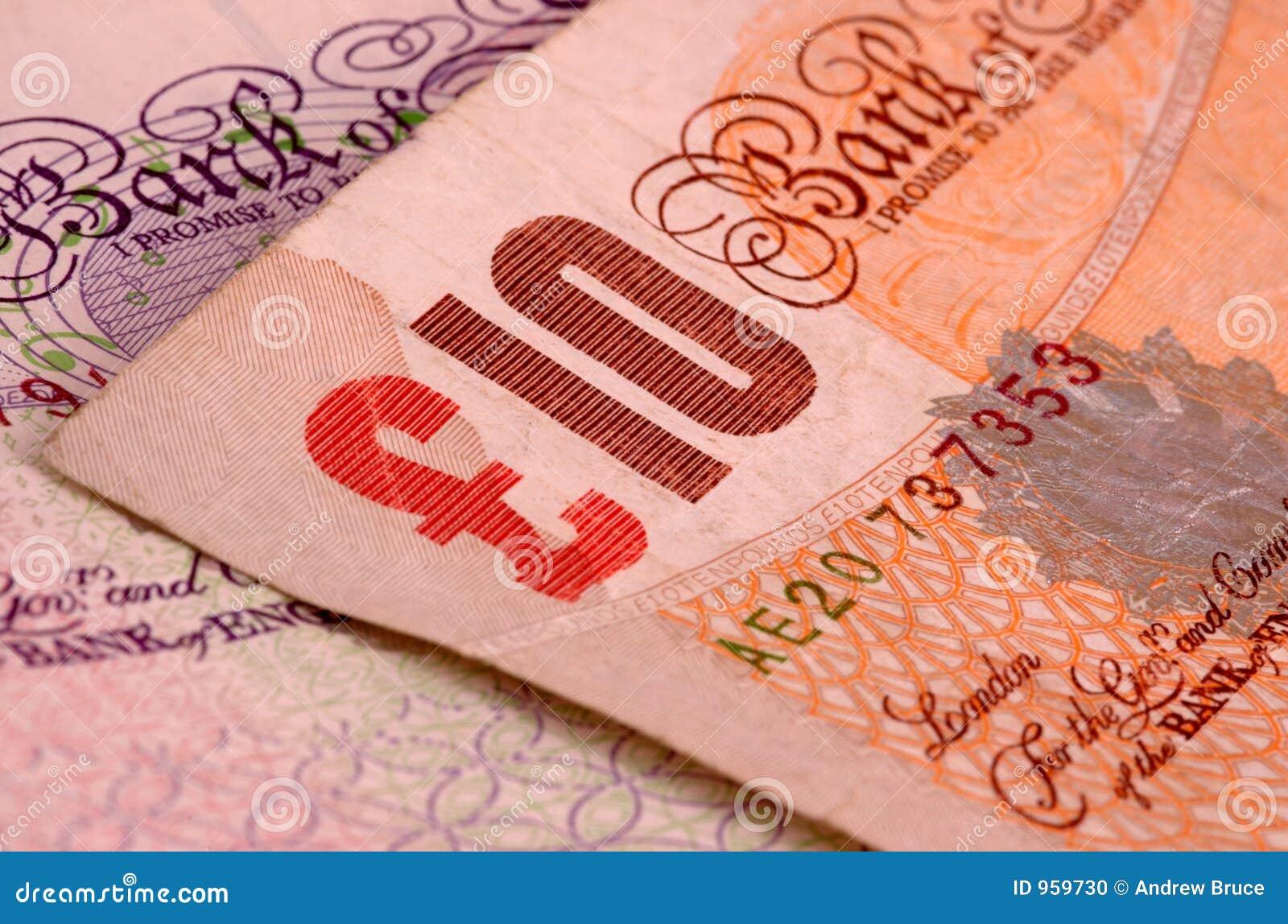 Diez billetes de banco de la libra