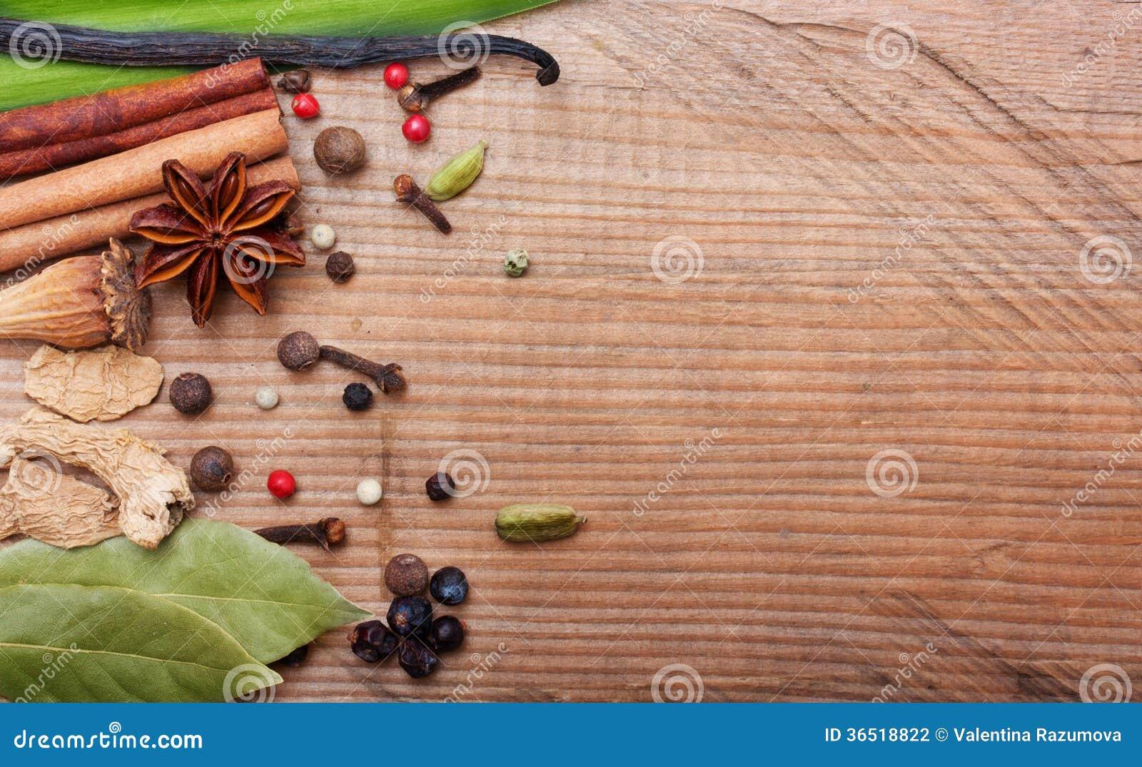 Différentes épices et herbes