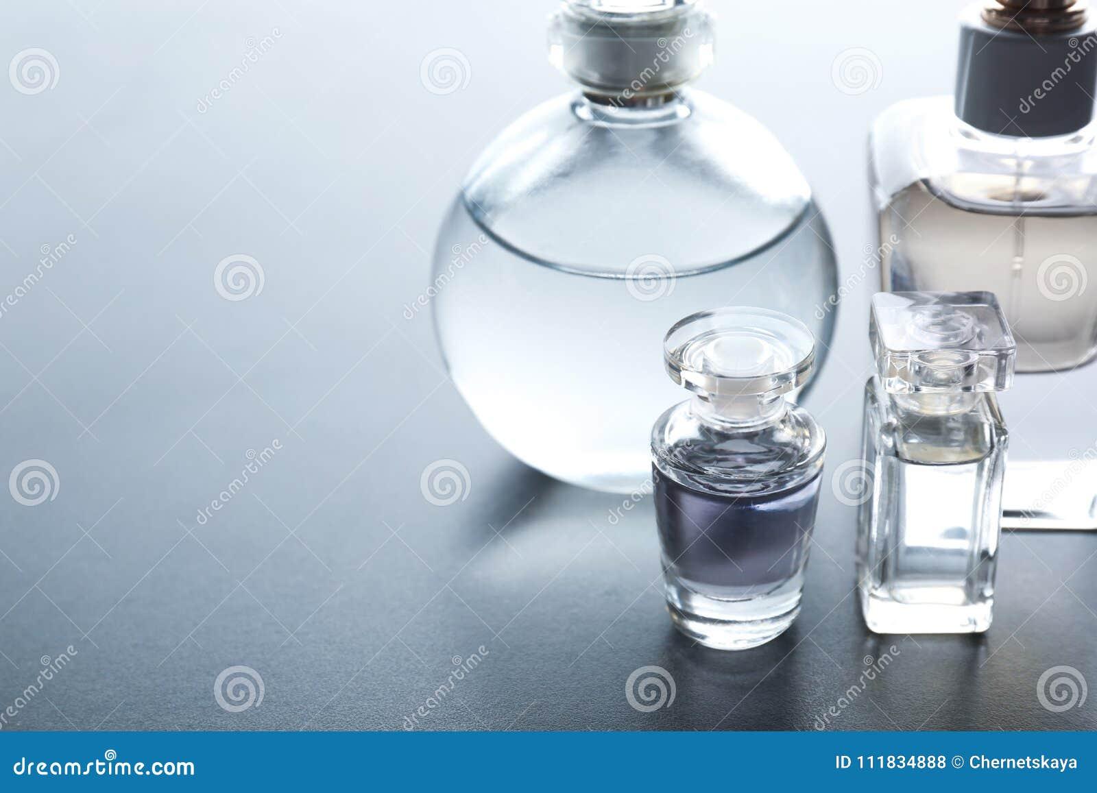 Différentes bouteilles de parfum