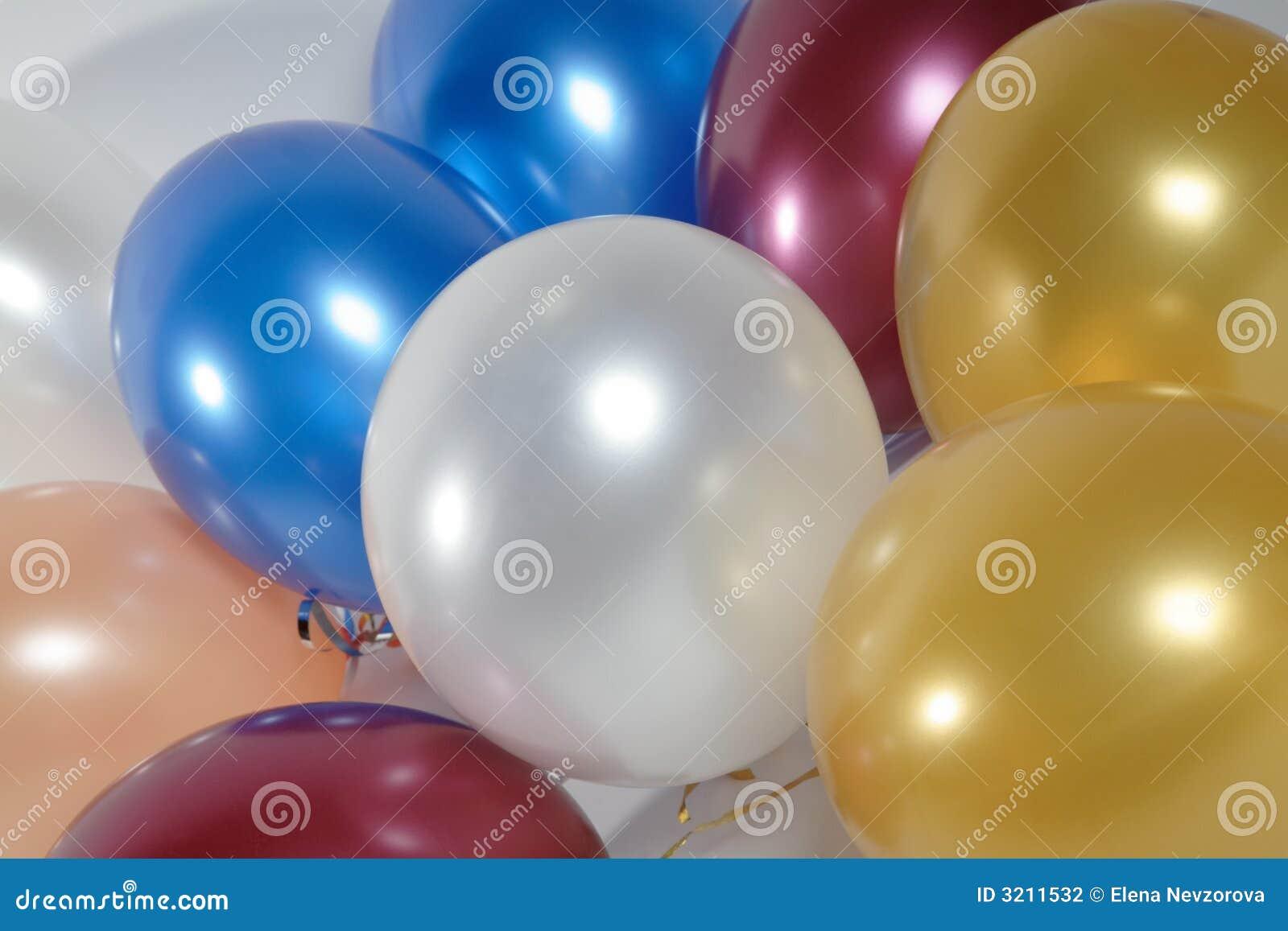 Différents ballons à air de couleurs