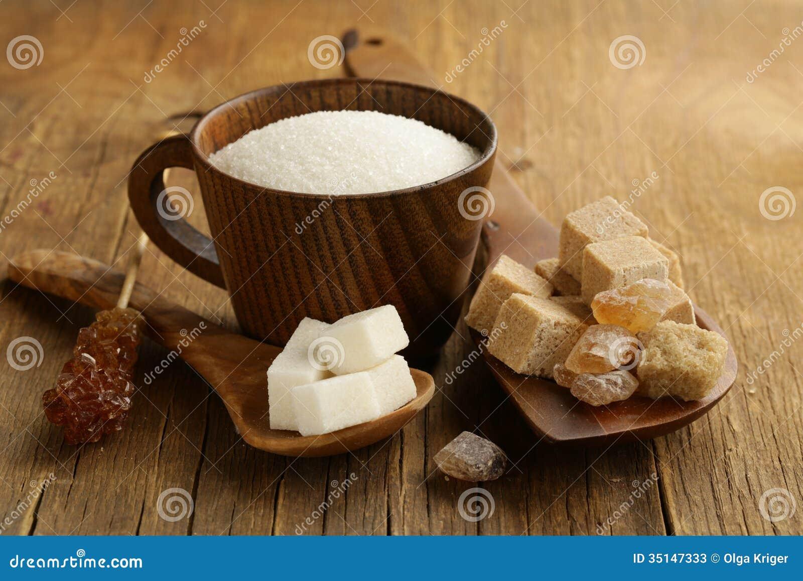 Différents genres de sucre - brun, blancs, sucre raffiné
