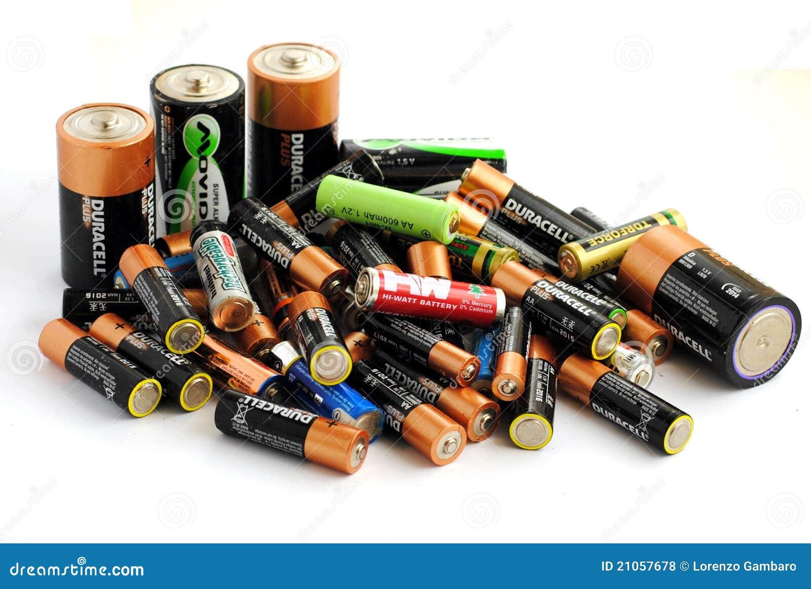 Différents type des batteries, rechargeable et de DISP