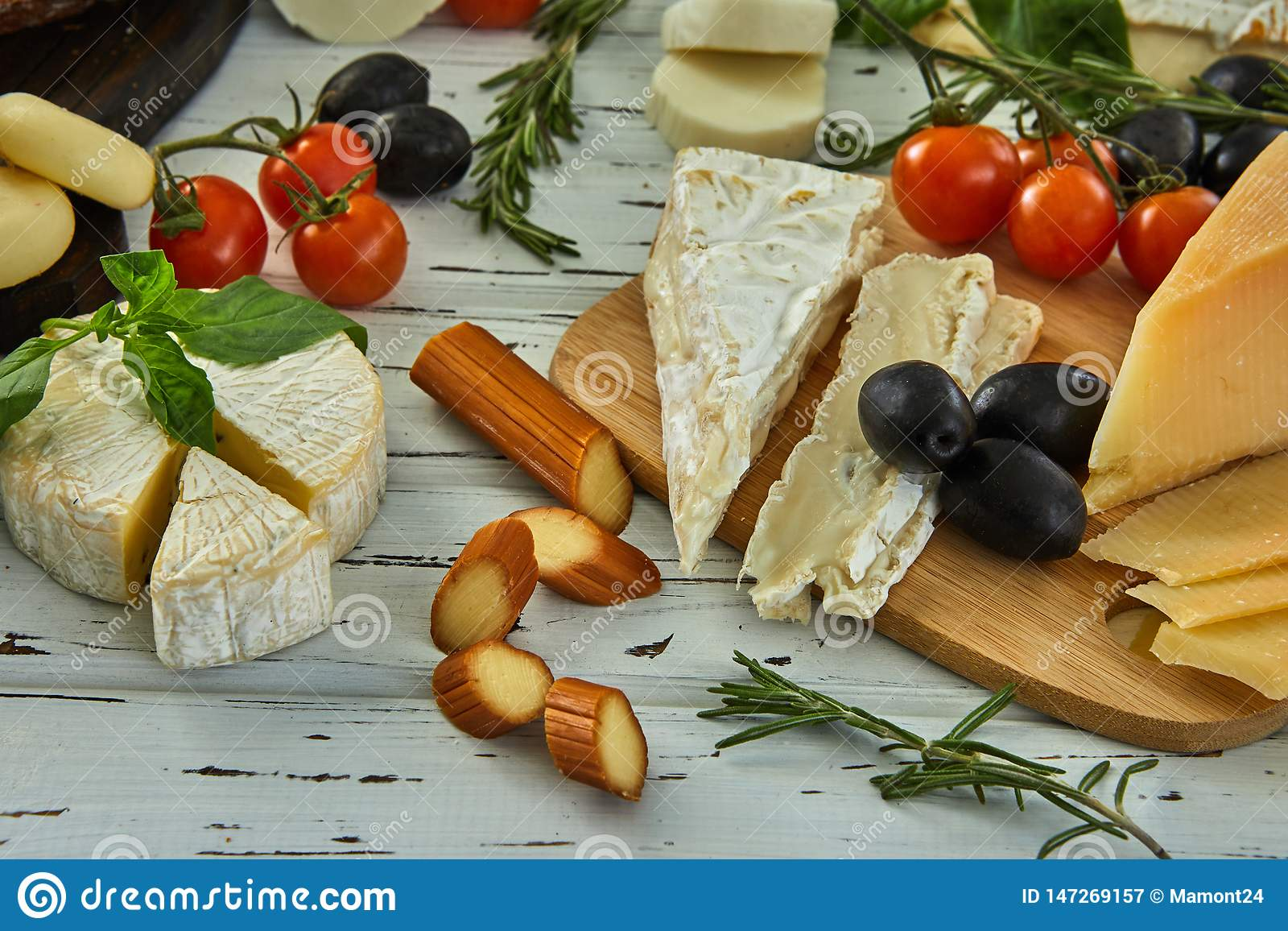 Diff?rents fromages sur la table Produits laitiers frais