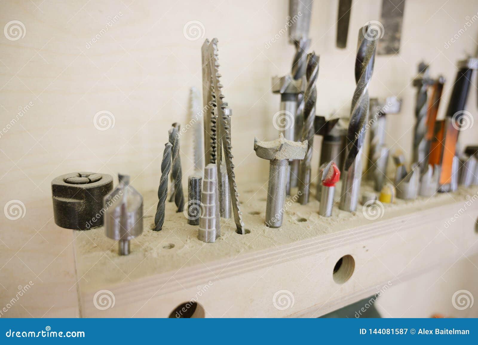 Differente perfora dentro l officina di carpenteria