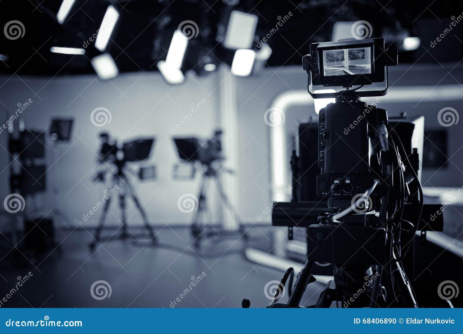 Difusión viva del estudio de la TV Demostración de registración Estudio del programa de noticias de la TV con la lente y las luce