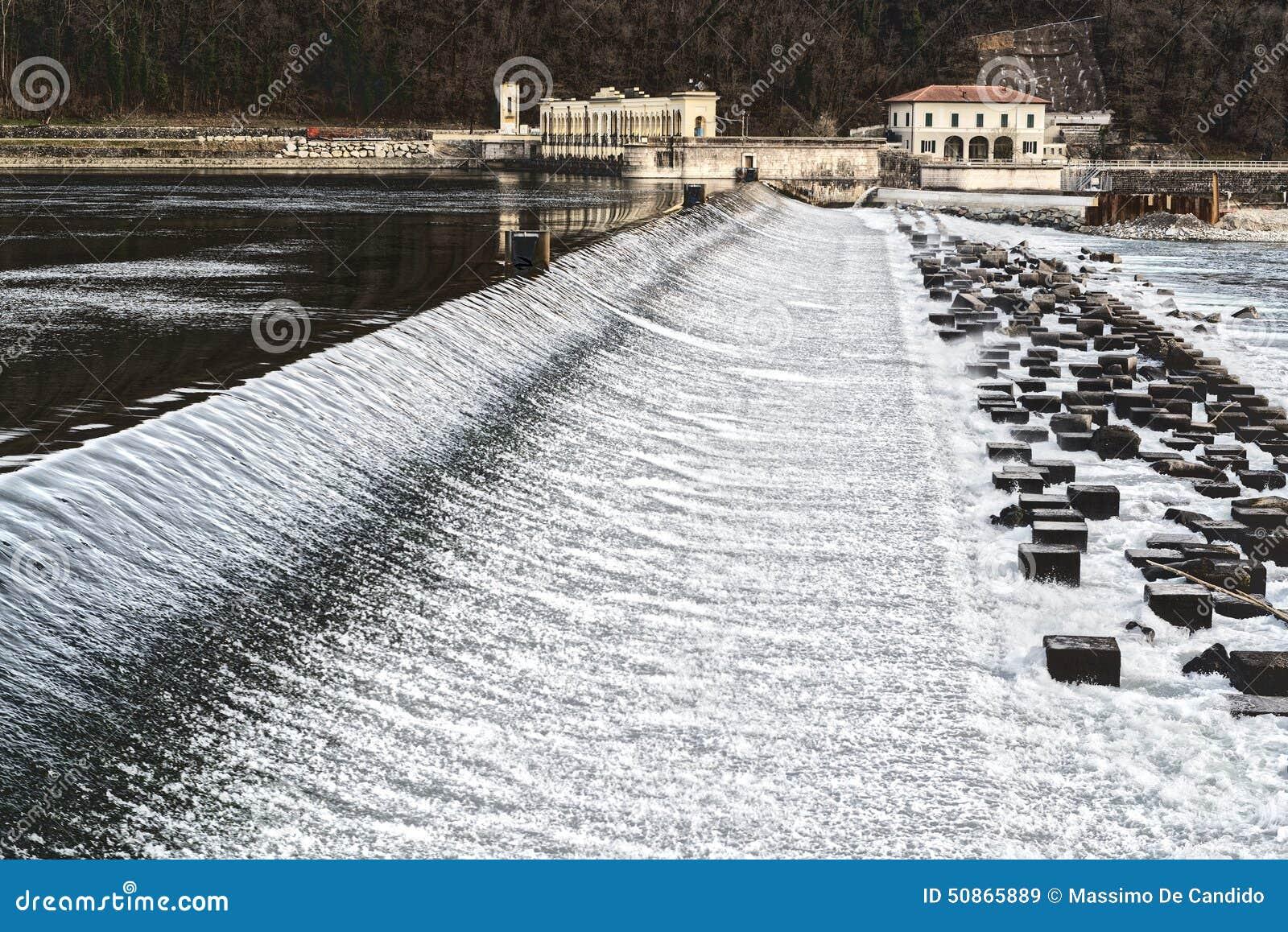 Diga sul fiume il ticino italia immagine stock immagine di pietra cascata 50865889 - Il giardino sul fiume ...