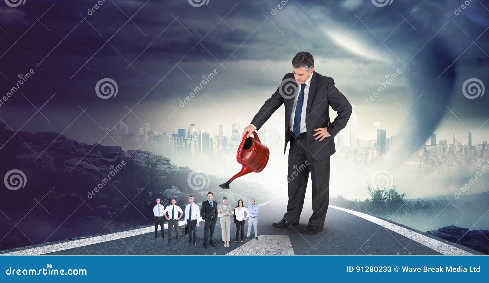 Digital sammansatt bild av affärsmannen som bevattnar anställda på huvudvägen med cityscape i bakgrund