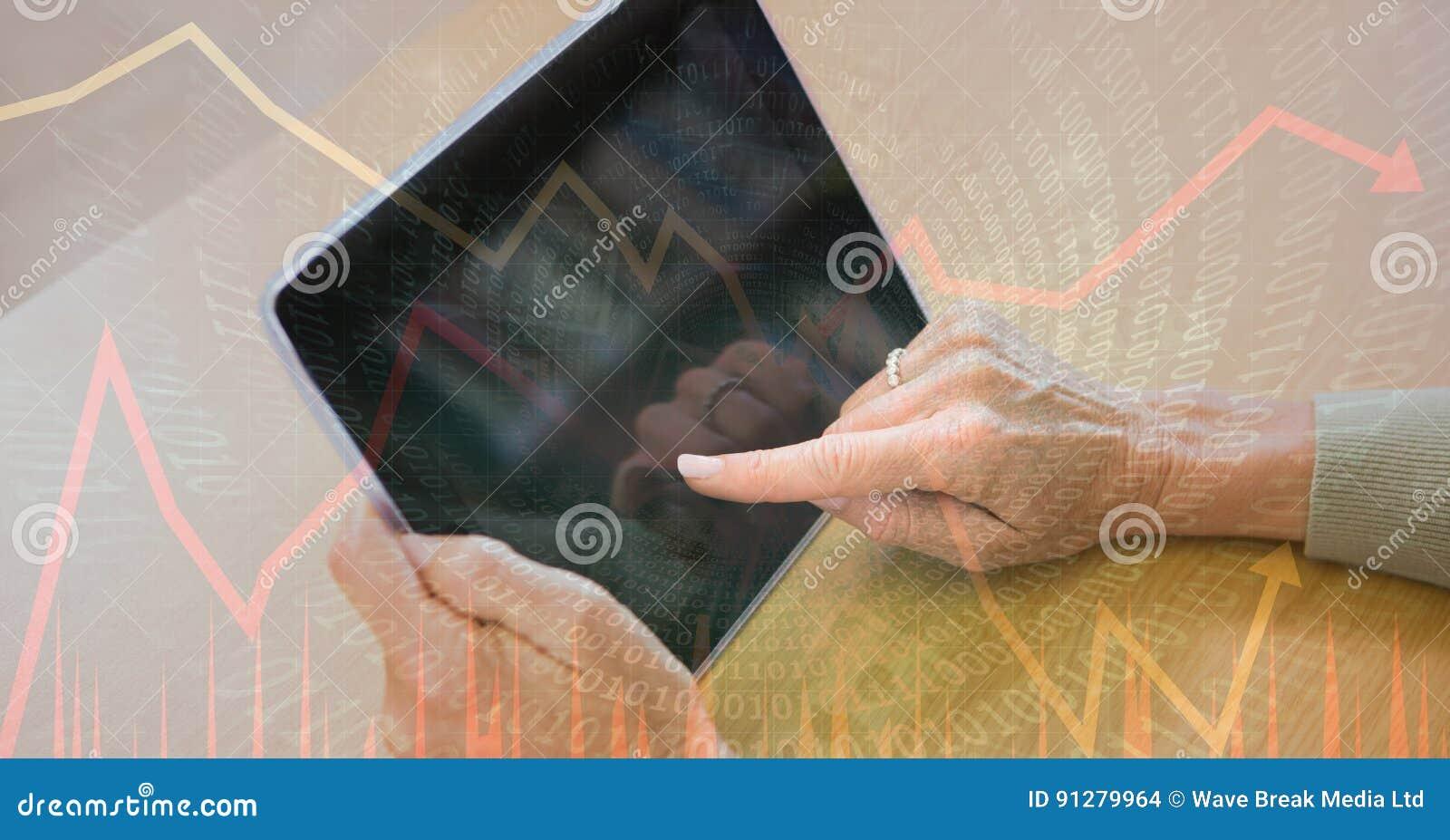 Digital sammansatt bild av händer genom att använda minnestavlaPC med binär kod och grafer