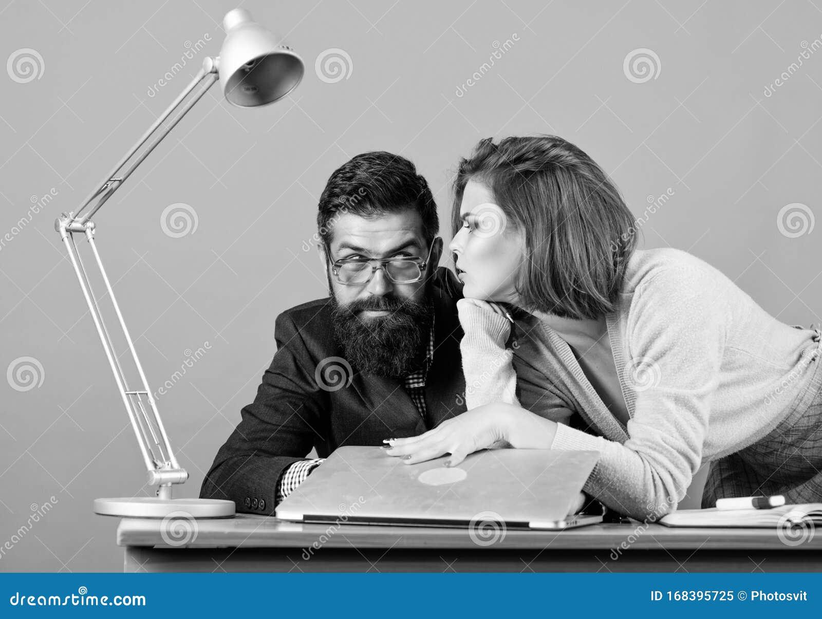 Wie unauffällig mit dem Lehrer flirten? (Schule, Liebe, Unterricht)