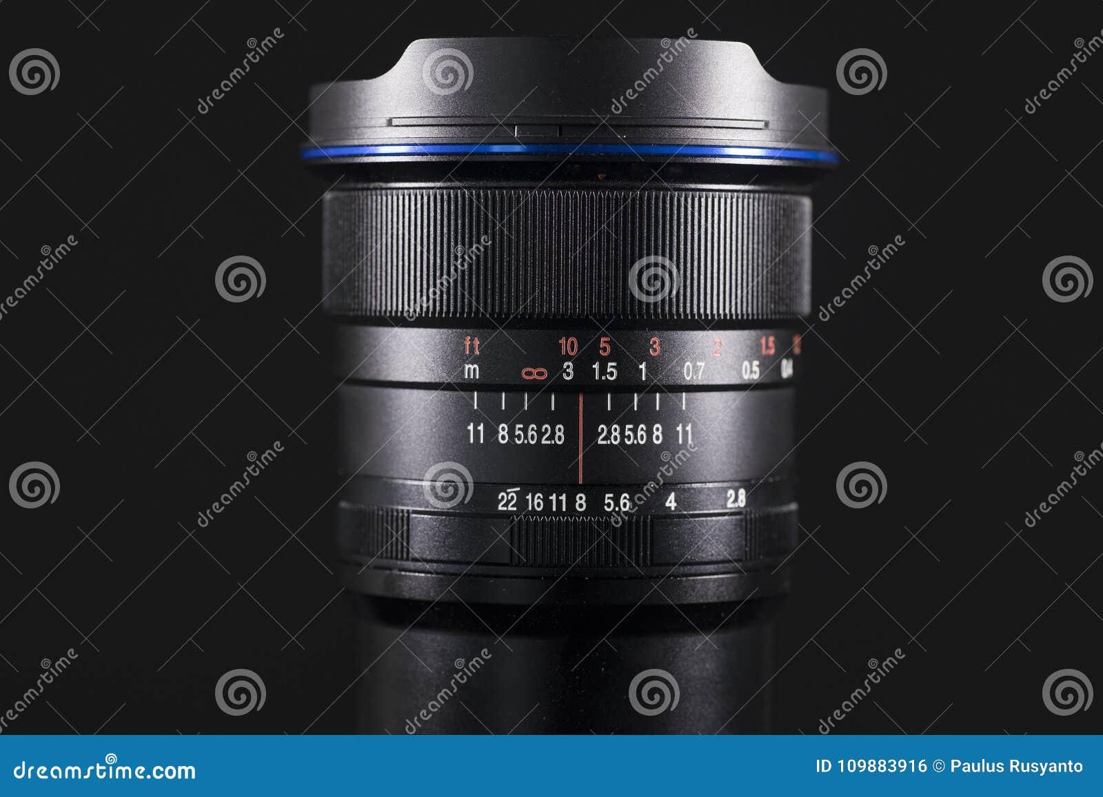 Digitalkameralinse mit dunklem Hintergrund
