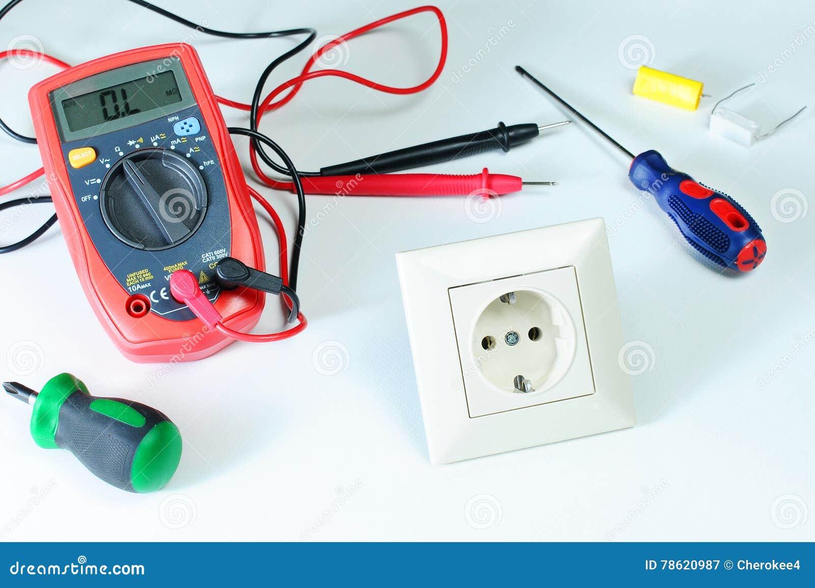 Digitalmessinstrument oder multitester oder Volt-Ohm-Meter, ein elektronisches Messgerät, das einiges Maßfunktion kombiniert