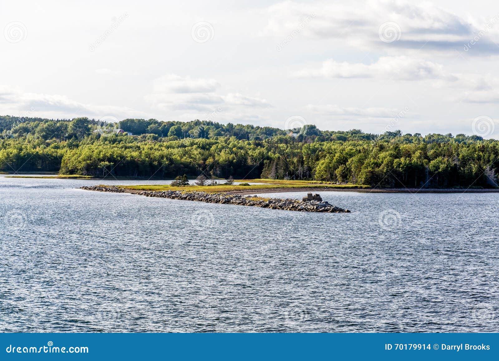 Dike på kust av Kanada