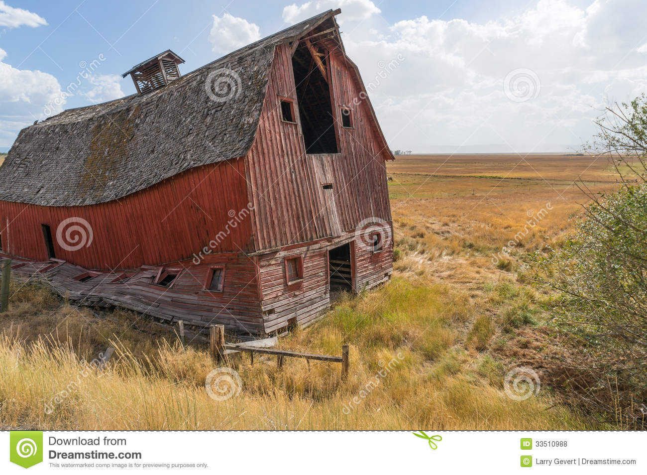 Dilapidated Barn Is Ready To Collapse Royalty Free Stock