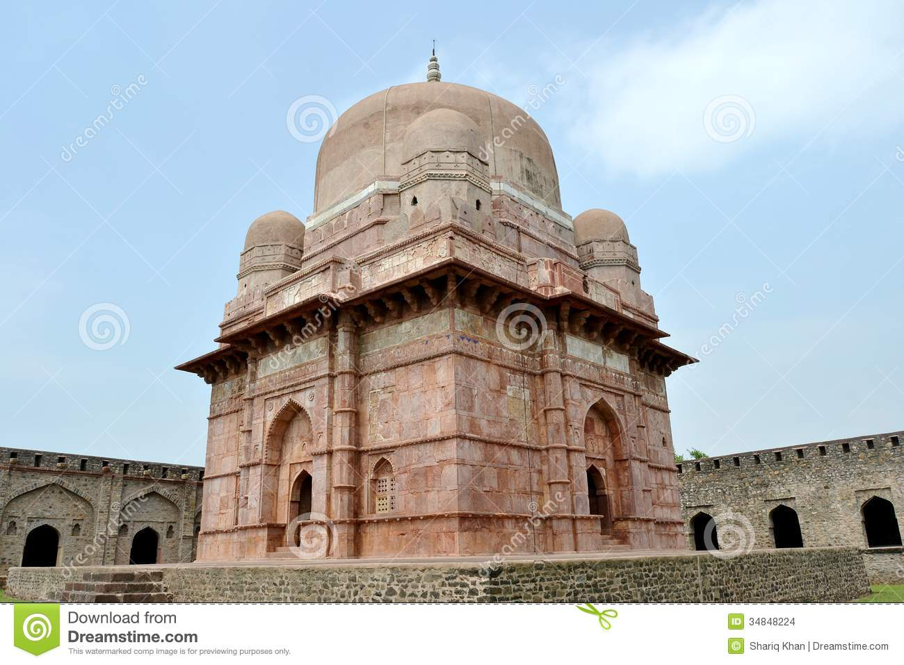 http://thumbs.dreamstime.com/z/dilawar-khan-s-mausoleum-tomb-situated-ancient-city-mandav-mandu-near-dhar-district-madhya-pradesh-city-was-capital-34848224.jpg