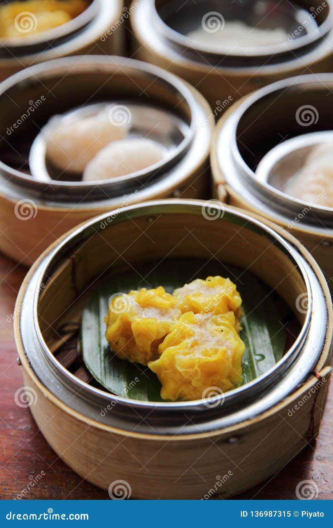 Dim sum cozinhado chinês das bolinhas de massa da carne de porco