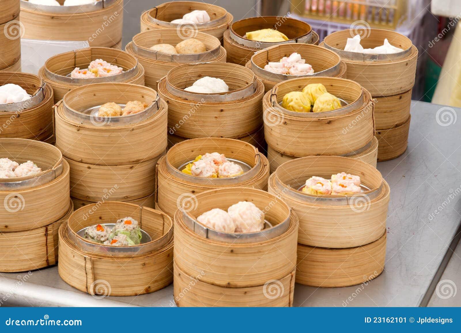 Dim Sum cozinhado nas bandejas de bambu