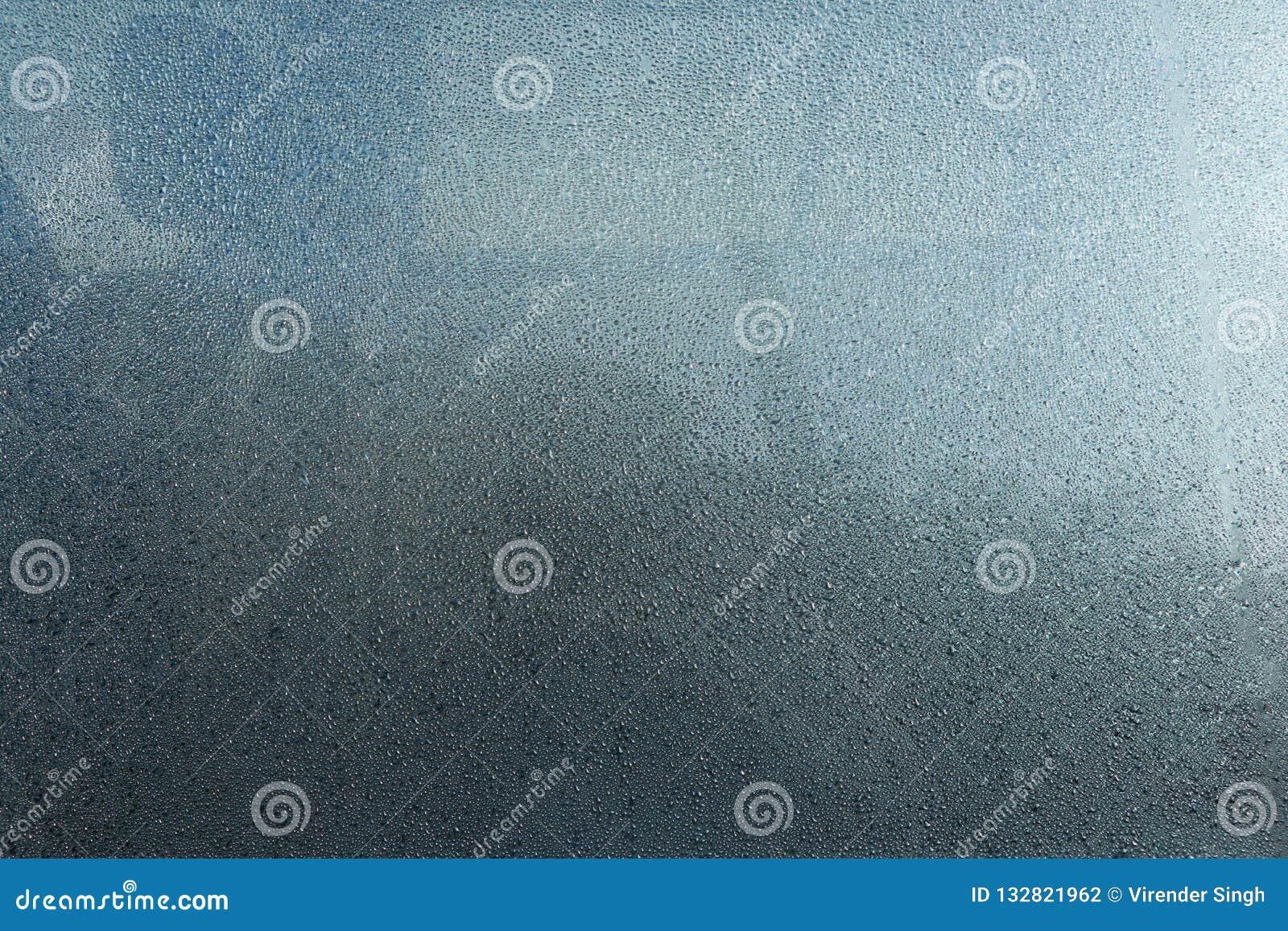 Dimma på bilfönsterexponeringsglas, dimmatextur och bakgrund
