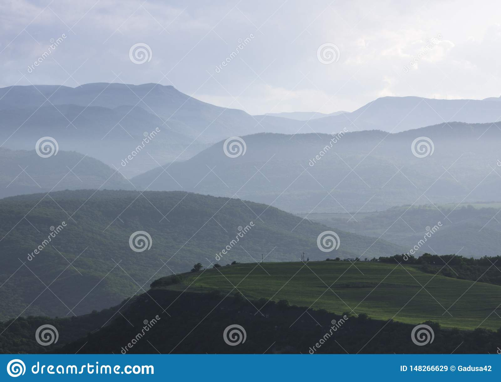 Dimmigt liggandeberg ryss f?r ossetia f?r berg f?r alaniacaucasus federation nordlig