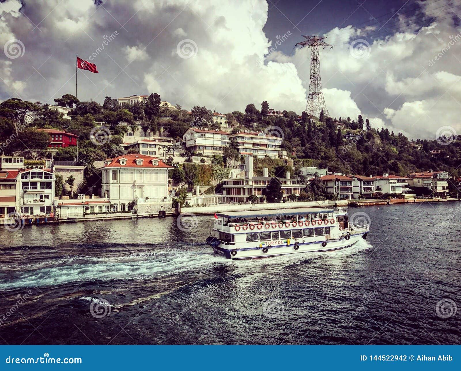 Dinde de bateaux de bateaux de visite de bosphorus de détroit d Istanbul