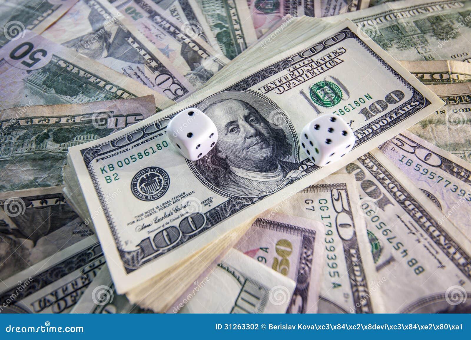 Dinero, dado para jugar foto de archivo. Imagen de finanzas - 31263302