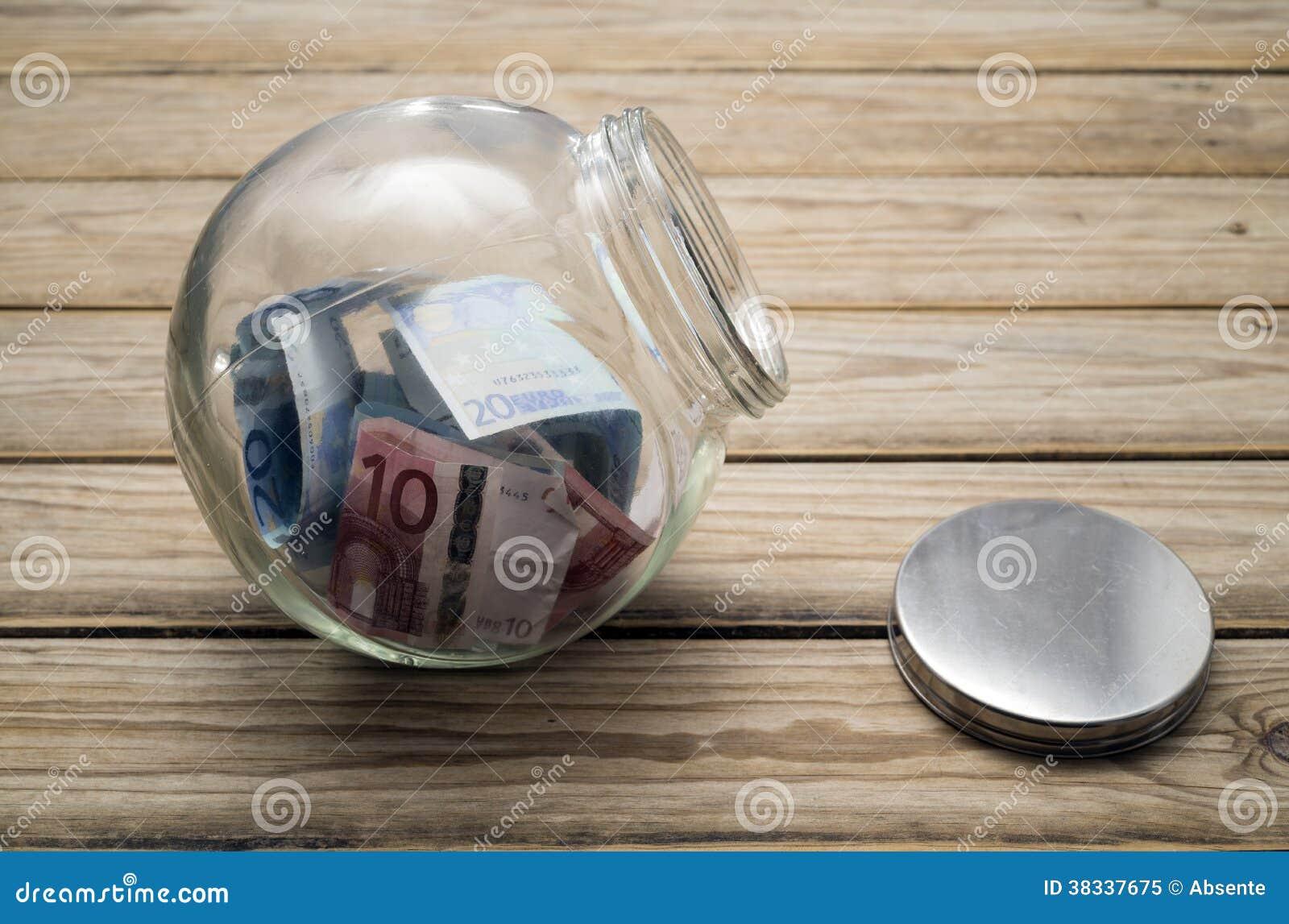 Dinero en un tarro