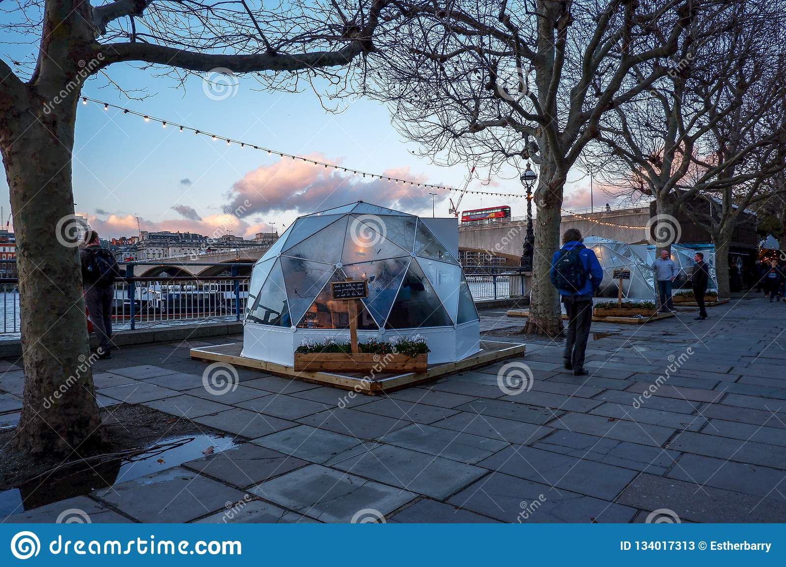 Diners in pop-up private `pods` / Igloos , London