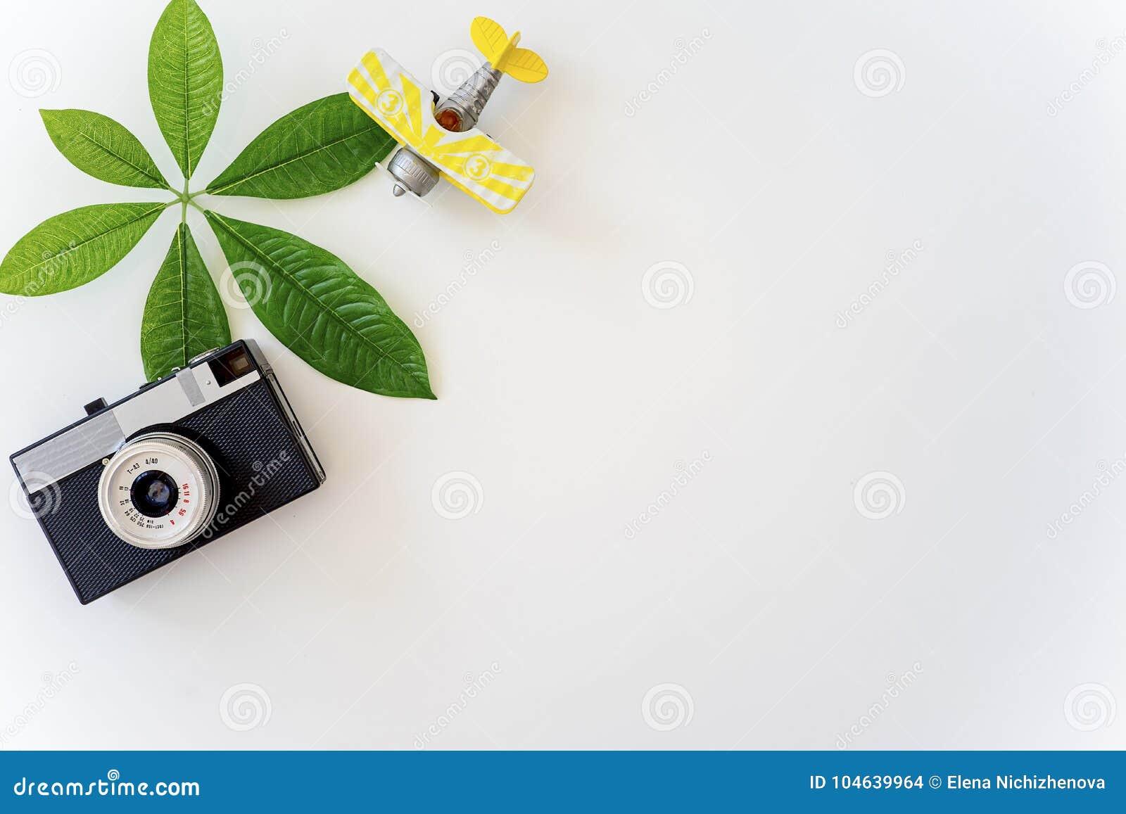 Download Dingen voor het reizen stock foto. Afbeelding bestaande uit lijst - 104639964