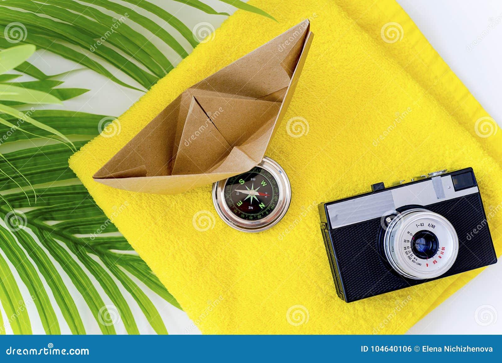 Download Dingen voor het reizen stock foto. Afbeelding bestaande uit kleding - 104640106