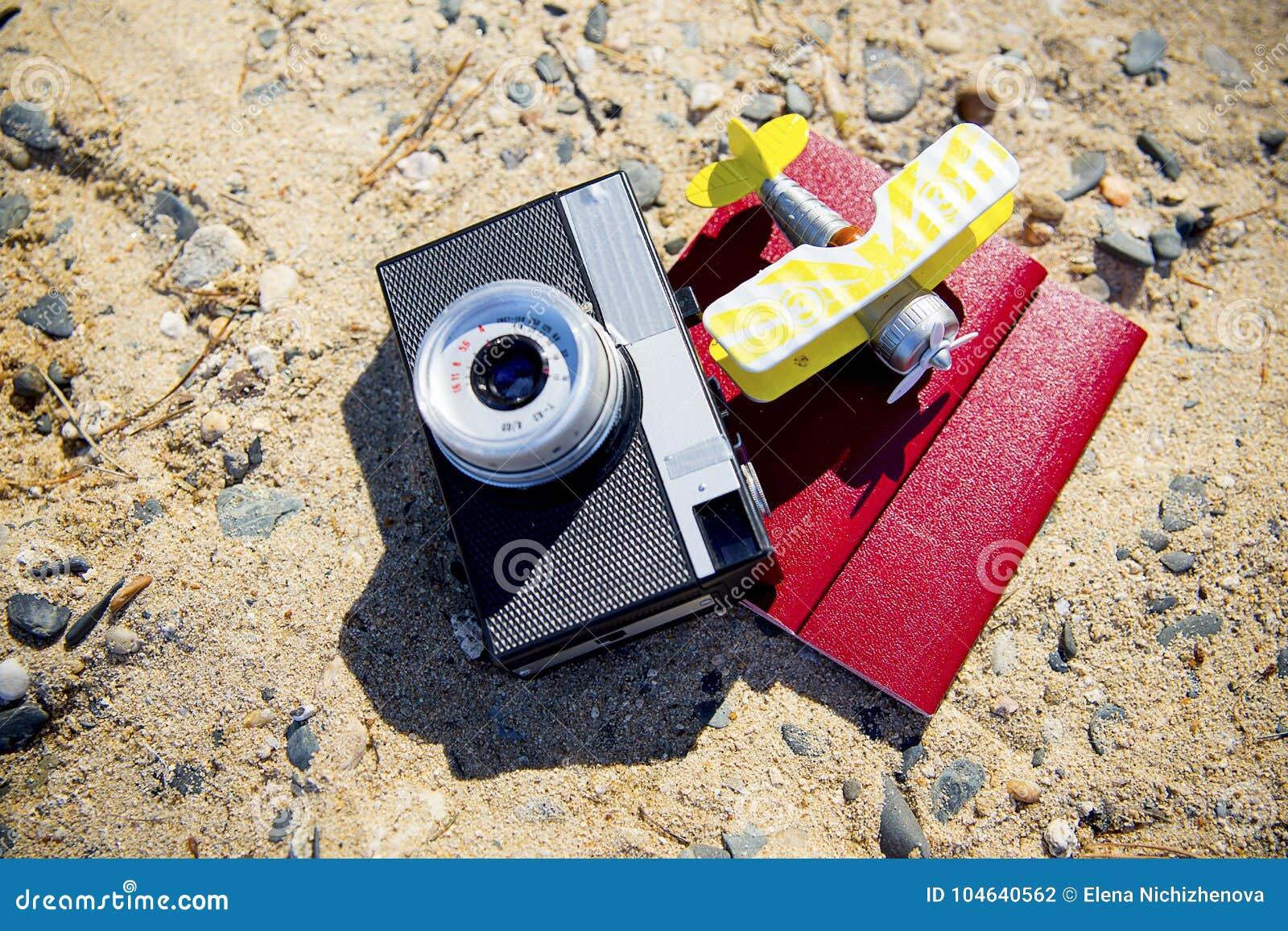 Download Dingen voor het reizen stock foto. Afbeelding bestaande uit koffer - 104640562