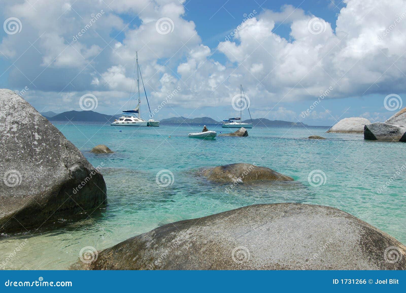 Dinghy coming into beach