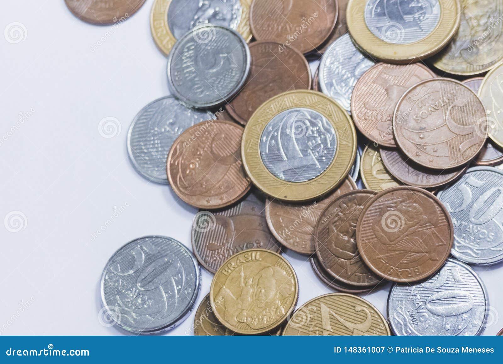 Dinheiro brasileiro do tipo real do dinheiro