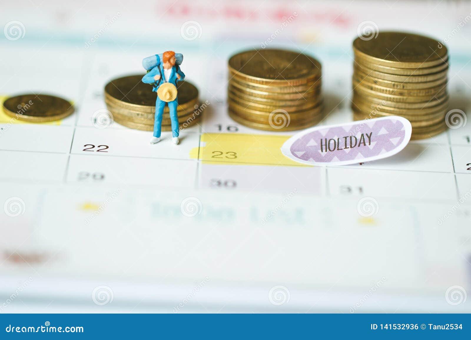 Dinheiro da economia para o conceito de viagem Conceito das economias do dinheiro dos feriados moeda e feriado