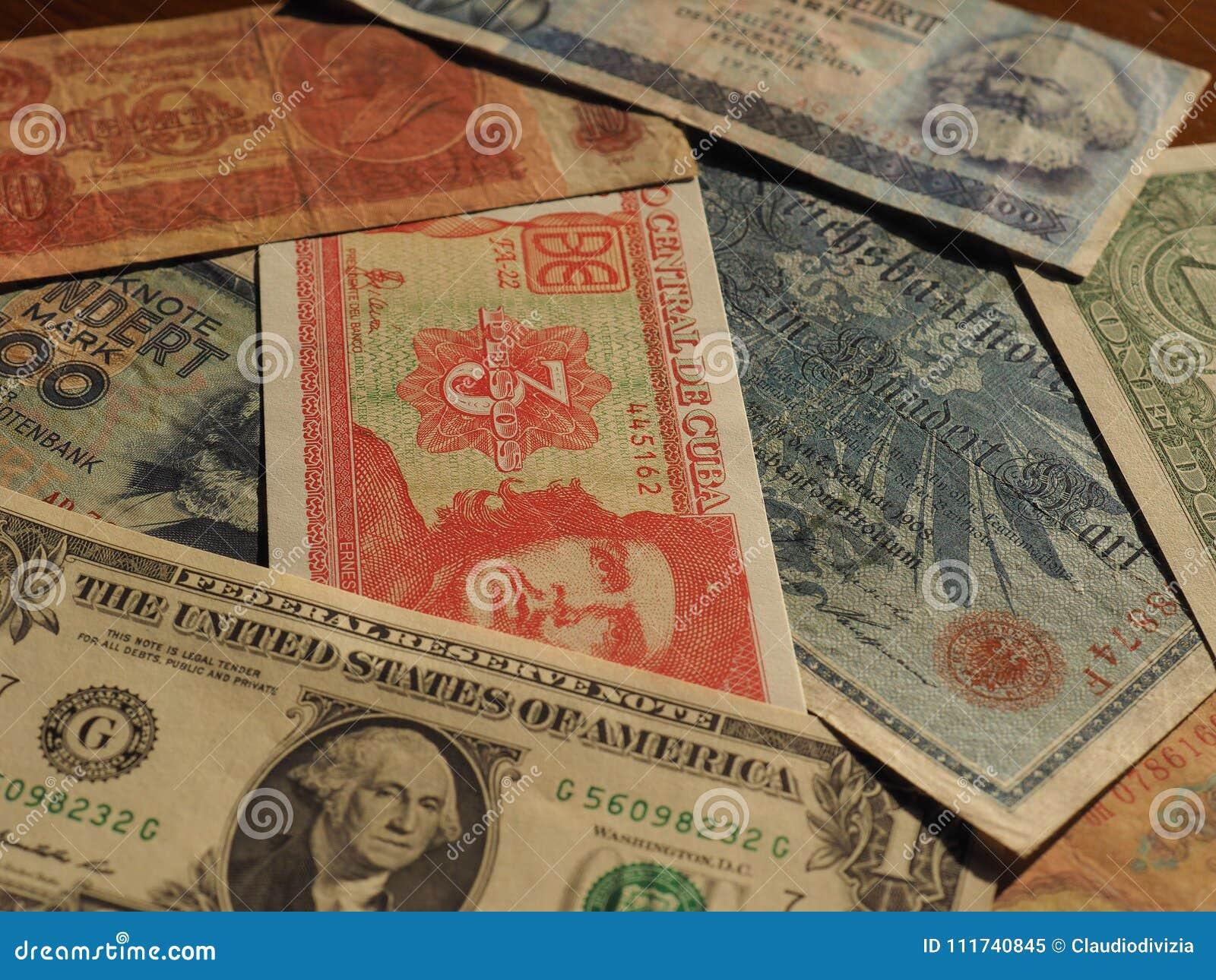 Dinheiro do vintage de países e de notas comunistas do dólar