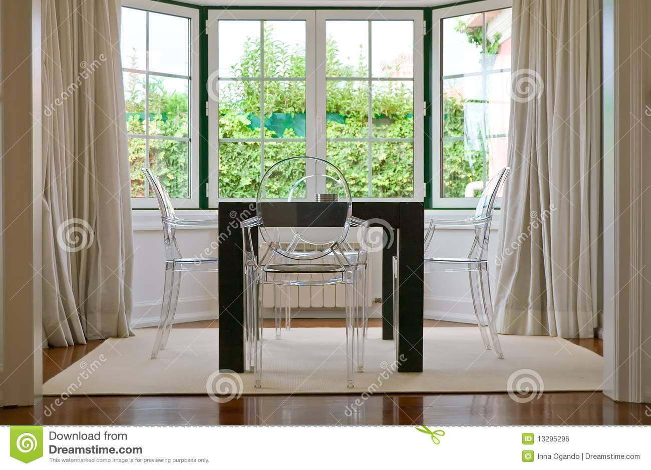 Dining with garden view