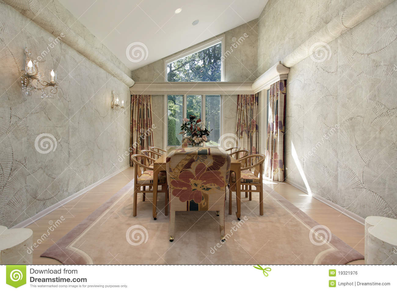 Dining Room With Wall Trim Royalty Free Stock Image